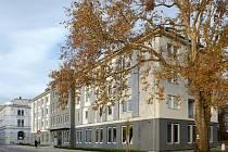 Ostravský dům pochází z 19. století a ve 20. století byl přestavěný v duchu socialistického realismu na dělnickou ubytovnu. Nový majitel mu chtěl vrátit původní krásu a zvolil si k tomu právě opavsko-ostravský tým.