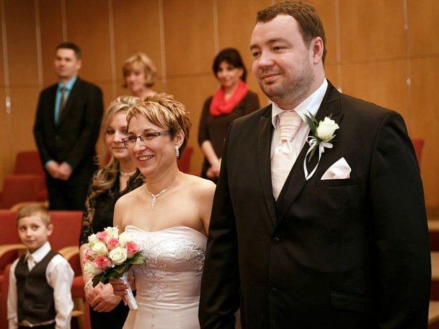 Primátor města Opavy už nějakou tu chvíli není svobodný. Před nedávnem slavil malé jubileum v podobě pětatřicátých narozenin, které rovnou spojil se svatbou. Za ženu si vzal svou přítelkyni Johanu Havrdlíkovou.