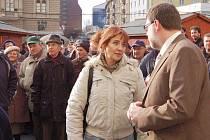 Kamila Blafková (na snímku) a Vladimíra Kudělásková předaly v březnu podpisové archy přímo do rukou opavského primátora Zbyňka Stanjury.