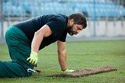 Opava - V pátek 5. října pokračovala pokládáním trávníku a stavbou kotelny rekonstrukce městského stadionu v Opavě, kde hraje své domácí zápasy prvoligový SFC Opava.