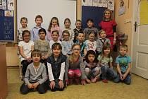 Na fotografii jsou žáci ze ZŠ Kravaře-Kouty, I. třída