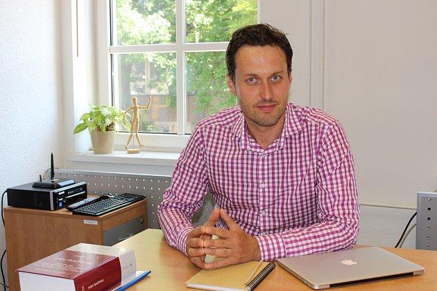 Advokát Tomáš Panáček původem zFulneku se dlouhodobě zabývá ochranou spotřebitelů.