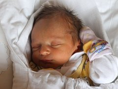 """Matyáš Pracný se narodil 23. prosince, vážil 2,55 kg a měřil 48 cm. """"Ať je spokojený a zdravý,"""" přejí svému prvnímu miminku rodiče Lucie a Dalimil z Raduně."""