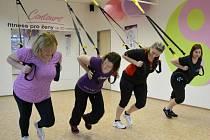 Tři odhodlané dámy se rozhodly s pomocí týmu zkušených profesionálů změnit svůj dosavadní životní styl. Ženy už měsíc a půl dodržují zdravý stravovací plán a pravidelně cvičí.