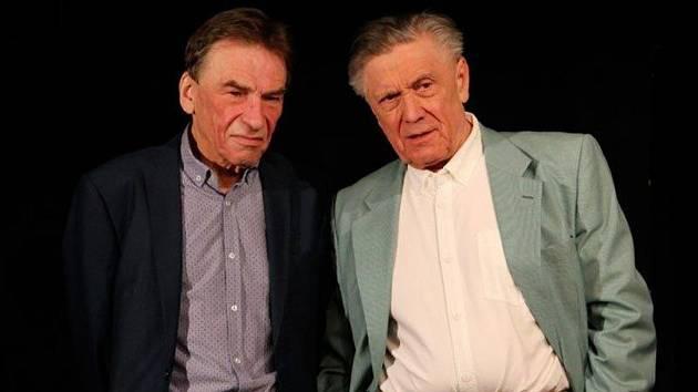 Ilustrační foto. Zleva František Němec (přítel Johnson) a Petr Kostka (vdovec Halpern) ve Slezském divadle.