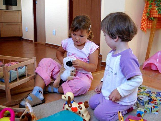 Kontakt s jinými dětmi a dospělými. Ten je pro vývoj dítěte velmi důležitý.