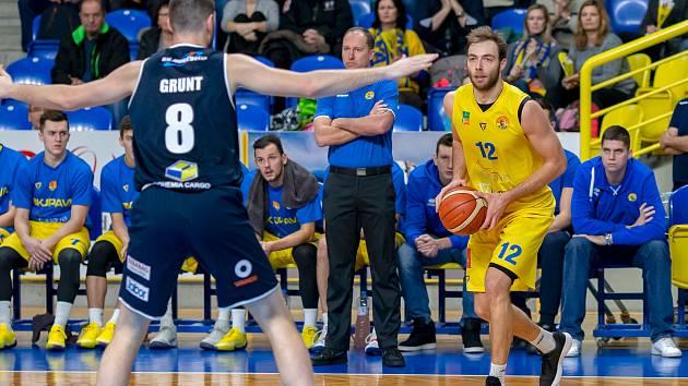 Miroslav Kvapil (na snímku v žlutém). Ilustrační foto.