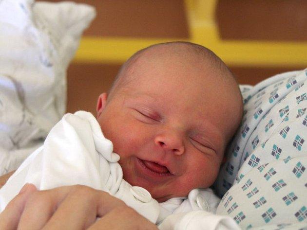 Vojtěch Levák se narodil 6. června, vážil 2,79 kilogramů a měřil 47 centimetrů. Rodiče Dita a Tonda ze Svatoňovic přejí svému synovi do života zdraví, štěstí a jen to nejlepší. Na Vojtíška už doma čeká brácha Erik.