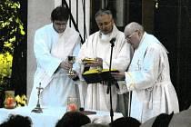 Mnoho tradic, které se v Kobeřicích podařilo dochovat do dnešních dnů, je spjato s církví.
