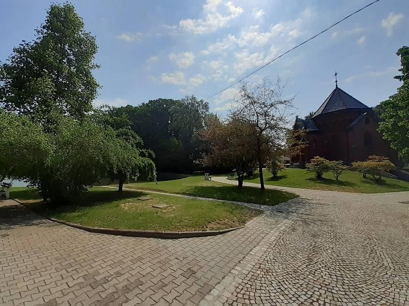 Prostor u kaple sv. Kříže.