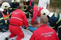 DOPRAVNÍ NEHODY. Patří k častým případům, kdy musejí zasahovat lékaři a záchranáři ze záchranné služby.