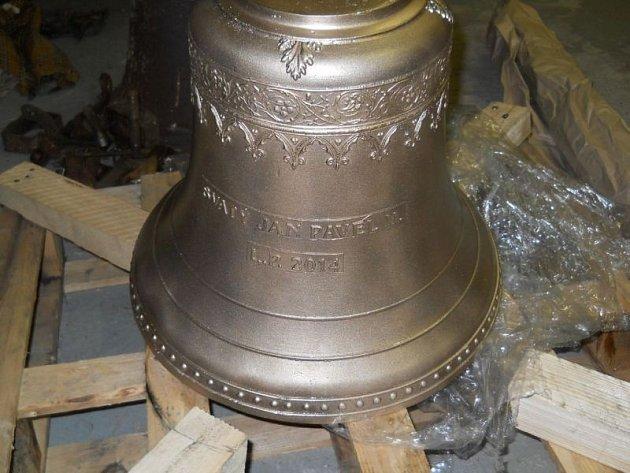 Nový zvon kajlovské kaple má čistý a mohutný hlas.