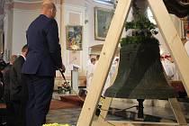 Osmdesát let byl ztracen. Teď se vrátil domů na Opavsko jako první zvon míru.