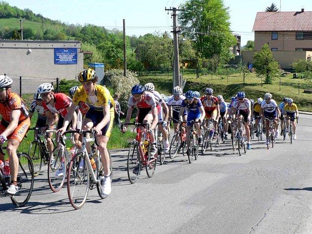Slezský pohár zahájen. Na start prvního závodu seriálu v Metylovicích se v neděli postavilo celkem 89 cyklistů.