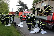Prudké stoupání hladiny řeky Opavy a hrozba zaplavení rodinných domků na Palhanci. Takový námět mělo středeční cvičení hasičů a policistů v této části Opavy.