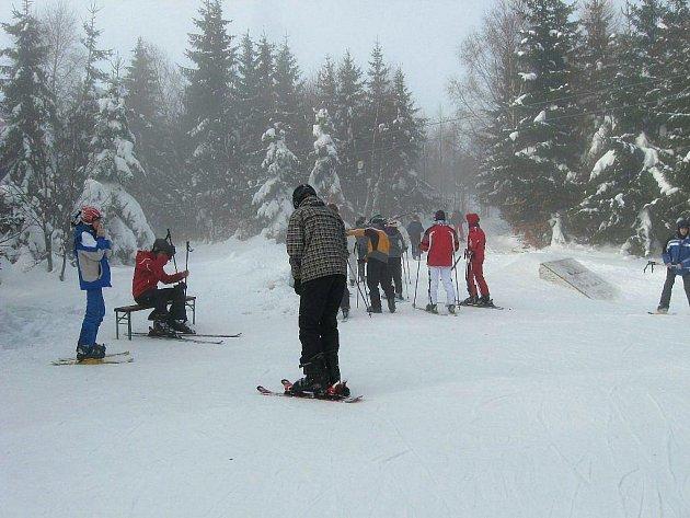 Ski areál v Karlově na Malé Morávce v současné době navštěvují příznivci lyžování a snowboardingu. Sněhové podmínky pro lyžaře jsou dobré, sjezdovky jsou pravidelně upravovány a v případě potřeby zasněžovány.