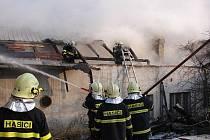 Čtvrteční požár hospodářské usedlosti v Hati.