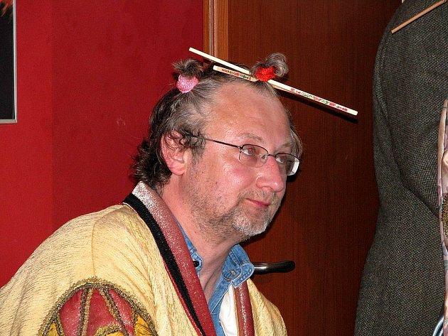 Příležitostný divadelní soubor Dr. Frantíka Smělíka ve středu večer vystoupil v rámci festivalu Další břehy. Zcela zaplněný Café Evžen obdržel obrovskou dávku humoru a nadsázky.