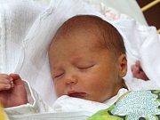 Šimon Šram se narodil 25. července, vážil 2,73 kilogramů a měřil 47 centimetrů. Rodiče Klára a Radek z Hněvošic mu do života přejí zdraví.