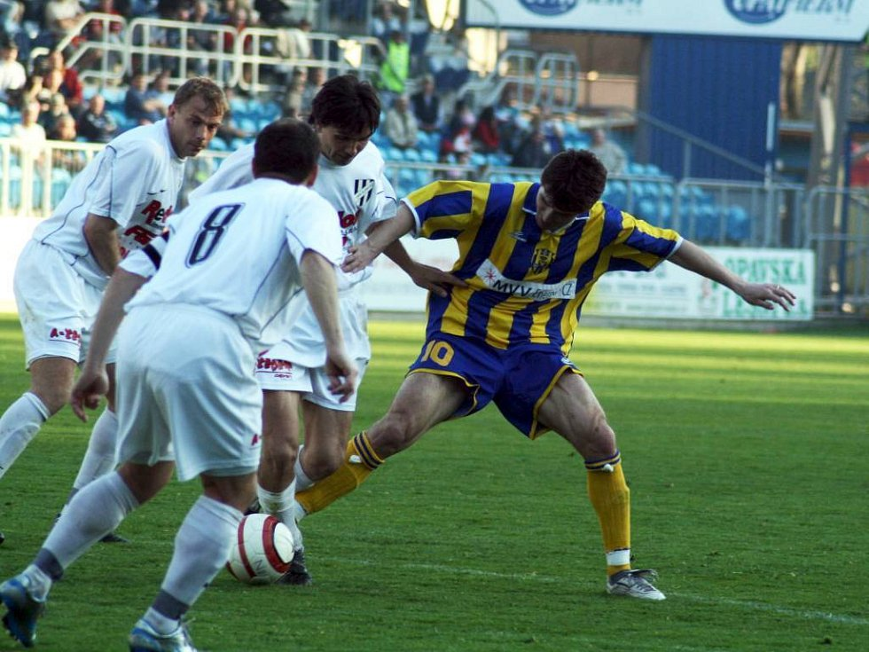 Opavské fotbalisty dnes čekají Blšany. Silnou zbraní Slezanů by měly být standardní situace, hlavně pak jejich exekutor Milan Barteska (vpravo).