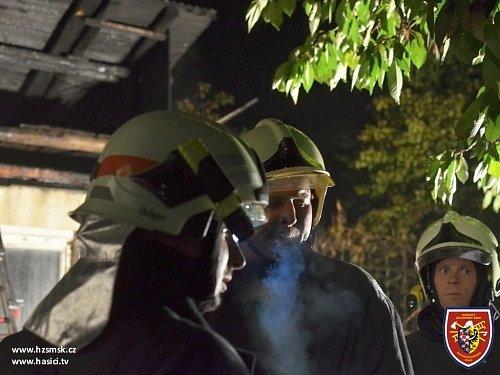 Pět jednotek hasičů zasahovalo v neděli večer u požáru kůlny v Kyjovicích.