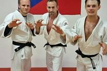 Adam Červenka (uprostřed) vyhrál republiku