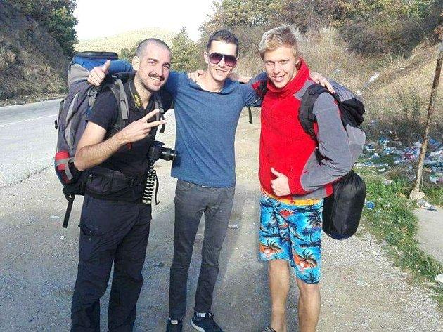 Pavel Klega (vlevo) se stopem dostal na festival Rainbow do Albánie s kamarádem Petrem Michálkem (vpravo).