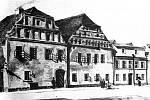 Malá kasárna v místech dnešní hlavní pošty z roku 1885.