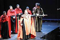 V postavě krále Vladislava z Dalibora si posluchači mohou znovu vychutnat sílu krásného hlasu hostujícího Andrije Shkurhana.