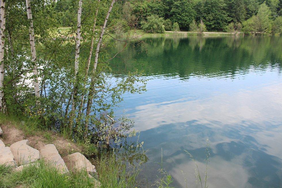 Hladina vody je pořád zvýšená, asi 1,5 metru nad normálem. Opava, 11. června 2021.