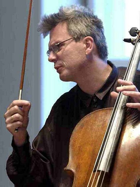 Jan Škrdlík. Renomovaný cellista vystoupí se svým recitálem zítra v Opavě.
