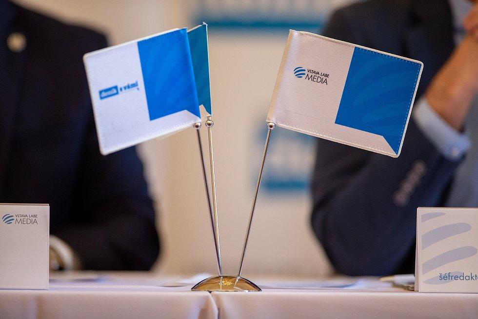 Setkání Sdružení obcí Hlučínska, 17. dubna 2019 v Kravařích. Na snímku vlaječky VLP.