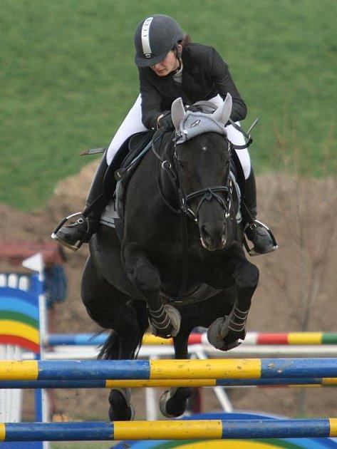Lucie Dzimasová na koni Vitara z Baníku Ostrava zvítězila v nejvyšší soutěži S**.