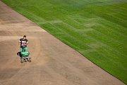 V pátek 5. října pokračovala pokládáním trávníku a stavbou kotelny rekonstrukce městského stadionu v Opavě.