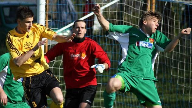Nečekanou porážku utrpěli v úterý na domácím hřišti háječtí fotbalisté. Frýdlantu podlehli 1:3 a čelo se jim tak vzdálilo.
