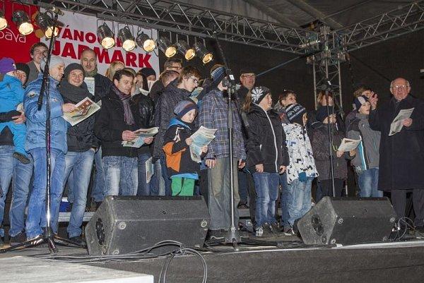 Již podruhé se Opavané připojili kcelorepublikové akci pořádané Deníkem nazvané Česko zpívá koledy.