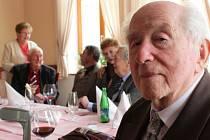Třídní učitel Jaromír Volek nechyběl na pravidelném setkání ani letos.