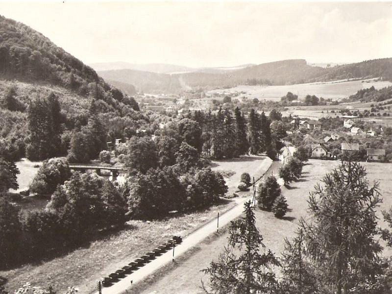 Na dobovém snímku je zachycena část úzkokolejné trati před Žimrovicemi.