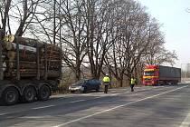Hlavně na kamiony se zaměřili včera dopravní policisté z Kamion týmu při dopravně–bezpečnostní akci nedaleko Stříbrného jezera.