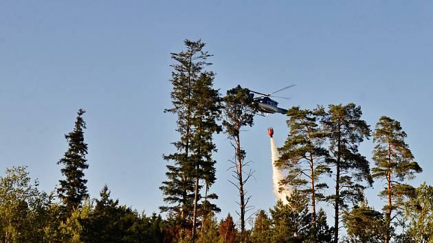 Požár lesa ve Skřipově.