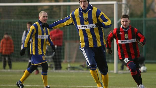Třetí Vánoční utkání současných i bývalých hráčů a fanoušků Slezského FC Opava se konalo v neděli 27. prosince na umělé trávě v Kylešovicích.