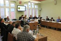 Na čtvrtém zasedání kravařského zastupitelstva návrh způsobu prodeje dražbou neprošel. Na pátém už ano.