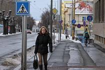 """Krnovská ulice v Opavě patří mezi ty, které jsou dopravními značkami přímo """"obšancovány""""."""