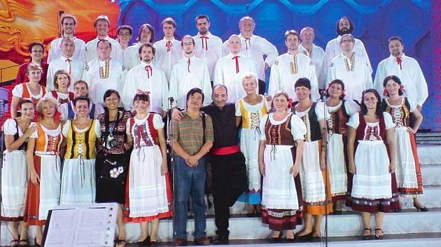 Opavský operní soubor nadchl čínské posluchače také folklorem.