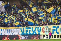 Takto to vypadalo, když se ještě v Opavě hrál fotbal i s fanoušky. Z domácího utkání s Olomoucí.