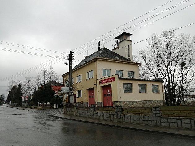Objekt zdravotního střediska a hasičské zbrojnice.