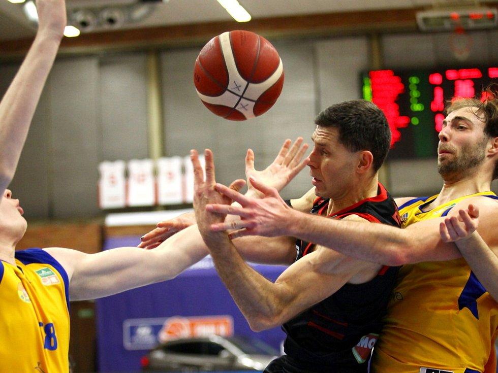 Z basketbalového utkání Final 8 Českého poháru Nymburk - Opava. Foto: Nymburk - Opava