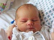 Viktorie Jarošová se narodila 16. října, vážila 3,35 kilogramů a měřila 50 centimetrů. Rodiče Eva a Vilém z Opavy přejí své prvorozené dceři zdraví, štěstí a dobré lidi kolem sebe.