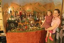 Betlém pomáhala Zuzaně Pavelkové letos stavět i dcerka.