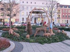 Obří adventní věnec krášlí Mírové náměstí v Hlučíně také letos.